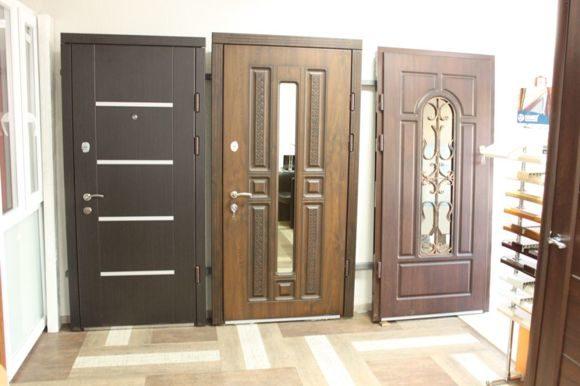 установленные входные двери в доме